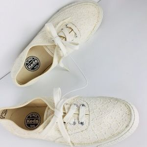 Vintage NEW keds lace sneakers shoes size 9